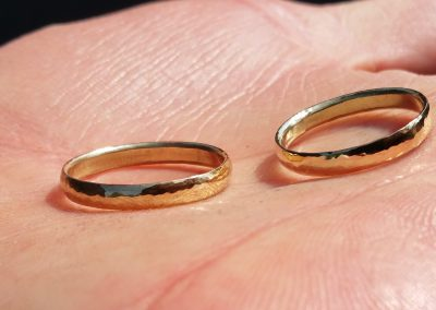SawuGo-workshop-darkyellowgold-weddingrings