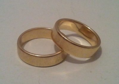 these weddingrings are round and everlasting